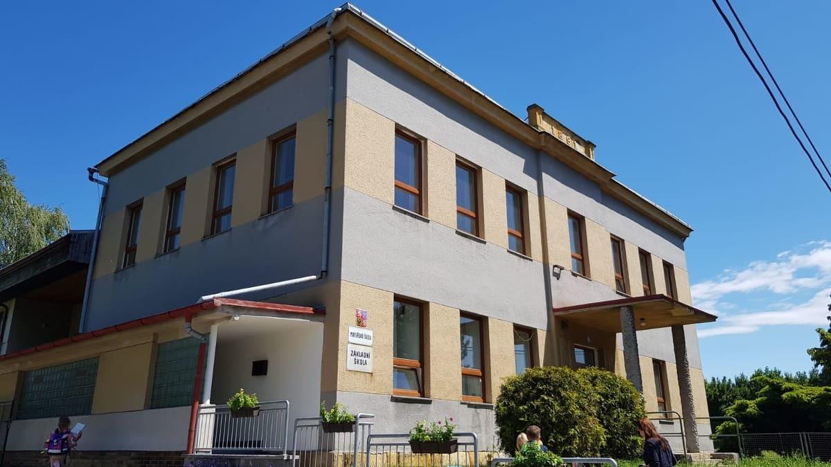 Budova školy z venku
